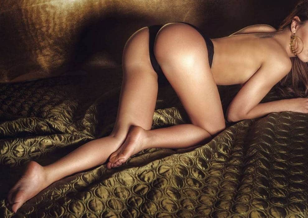 Naked booty exotic woman